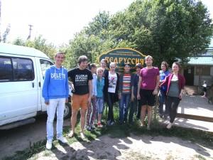 Unsere Reisegruppe und die älteren Schüler von Wedrussija